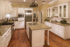 10 Country/Farm-Style Kitchen Design Ideas